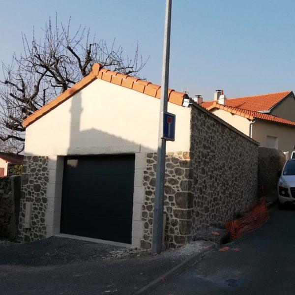Enduit imitation pierre pour un garage en lotissement