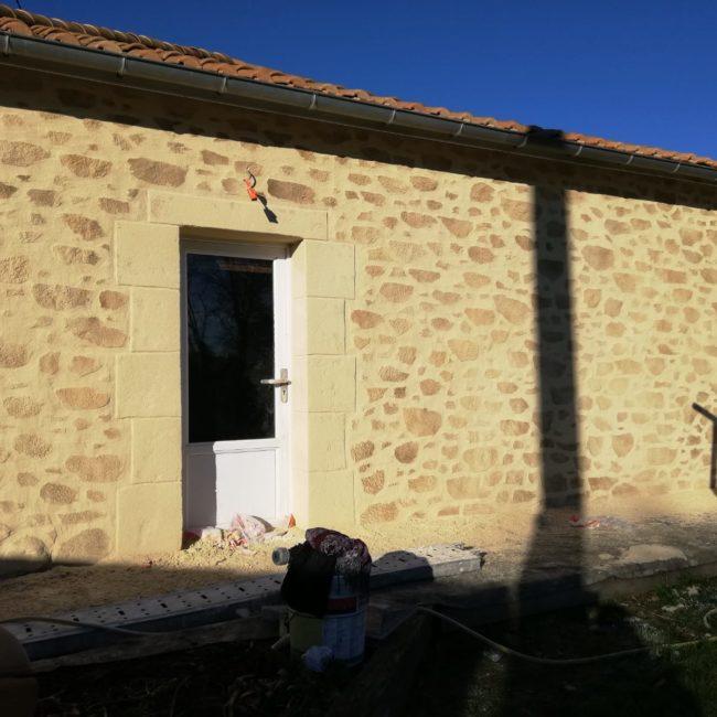 Enduit maison imitation pierre