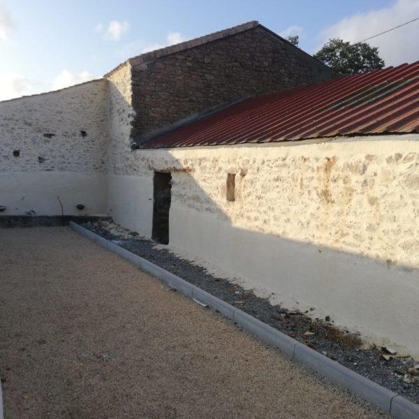 Enduit pierre pour la façade d'une longère