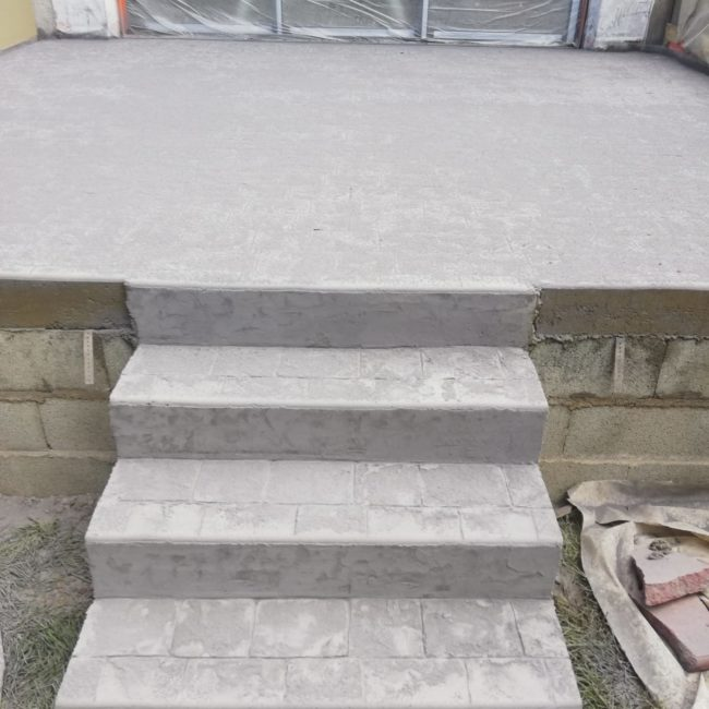 Escalier en béton imitation pavé
