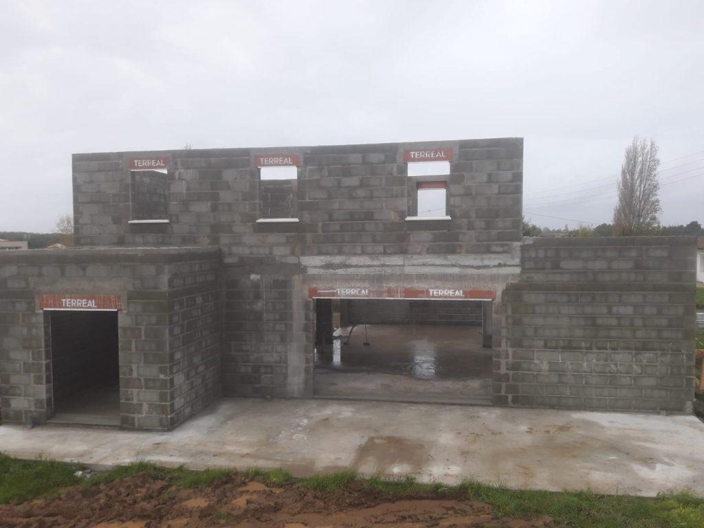 Réalisation de la maçonnerie sur une maison neuve