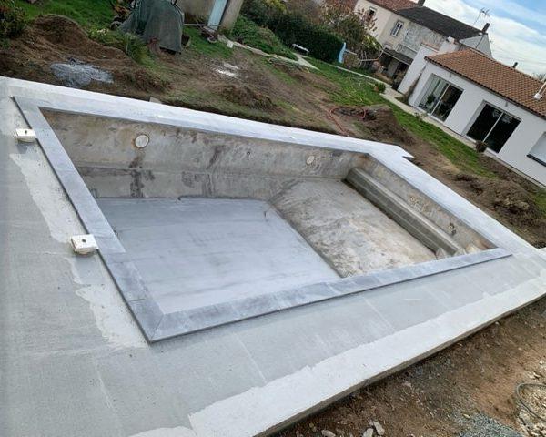 Rehaussement d'une piscine et réalisation des terrasses Le Puy Saint-Bonnet (49)