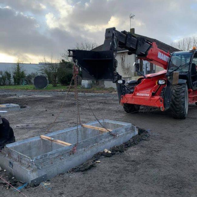Pose des fosses béton pour une future station de lavage au Puy Saint-Bonnet (49)